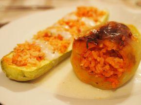 Снимка 1 от рецепта за Лодки от тиквички и чушки пълнени с ориз и пиле