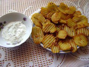 Снимка 1 от рецепта за Пържени къдрави картофи с млечен сос