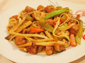 Снимка 1 от рецепта за Лингуини със свинско и зеленчуци по китайски