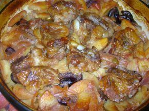 Снимка 1 от рецепта за Ребърца с картофи и сини сливи