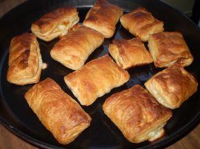 Снимка 1 от рецепта за Бутер банички със сладко, сирене и кашкавал