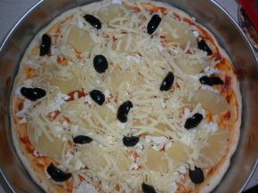Снимка 1 от рецепта за Пица с моцарела, ананас и маслини