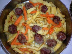 Снимка 1 от рецепта за Кюфтенца с картофи на фурна