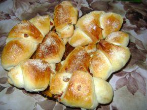 Снимка 1 от рецепта за Козуначени кифлички със стафиди
