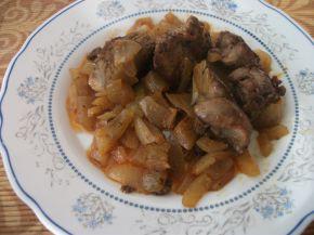 Снимка 1 от рецепта за Пилешки дробчета с вино и лук