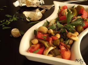 Снимка 1 от рецепта за Салата от нахут с печен чесън и балсамова редукция