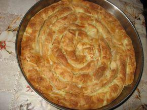 Снимка 1 от рецепта за Пухкава баница с кашкавал и сирене
