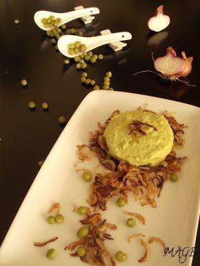 Снимка 1 от рецепта за Пюре от грах върху канапе от карамелизиран лук
