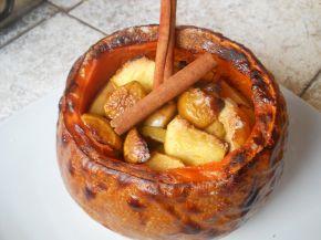 Снимка 1 от рецепта за Печена тиква с ябълки и канелени пръчици