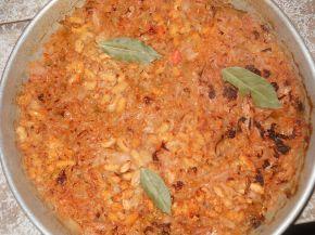 Снимка 1 от рецепта за Постно кисело зеле със зрял фасул на фурна