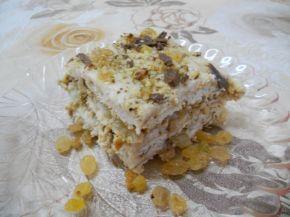 Снимка 1 от рецепта за Бисквитена торта с ром и стафиди