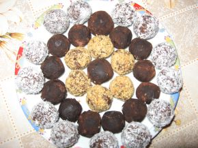 Снимка 1 от рецепта за Вкусни трюфели от сухи кексчета
