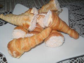 Снимка 1 от рецепта за Фунийки от бутер тесто с крем на Dr.Oetker с кисело мляко