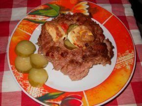 Снимка 1 от рецепта за Гнезденце от кайма с яйце, кисели краставички и крема сирене