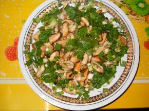 Снимка 1 от рецепта за Салата от миди със зелен лук и магданоз