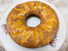Снимка 1 от рецепта за Сладкиш с праскови и парченца шоколад