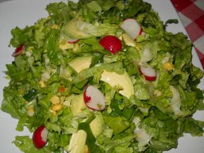 Снимка 1 от рецепта за Зелена салата с авокадо и царевица
