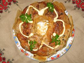 Снимка 1 от рецепта за Кексов венец с пилешко, гъби и още вкусове