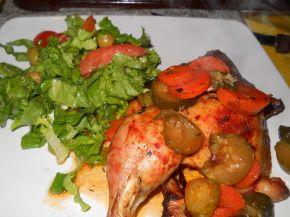 Снимка 1 от рецепта за Печени пилешки бутчета с доматено пюре и кисели краставички