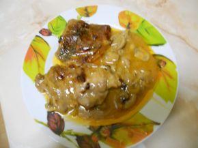Снимка 1 от рецепта за Свински пържоли с вино и гъби в гювеч