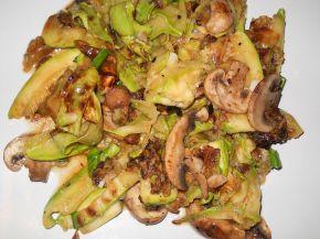 Снимка 1 от рецепта за Тиквички и гъби на тиган