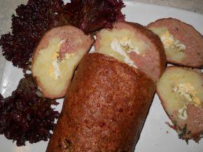 Снимка 1 от рецепта за Руло от кайма с плънка от варени картофи и яйца