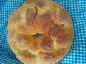 Снимка 1 от рецепта за Великденски козунак със стафиди, шоколад и сушени кайсии