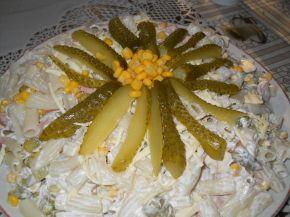 Снимка 1 от рецепта за Макаронена салата с кисели краставички, грах и царевица