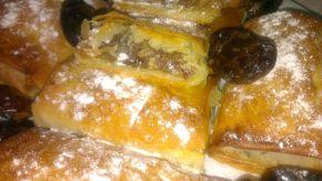 Снимка 1 от рецепта за Банички с ябълки, стафиди и фурми