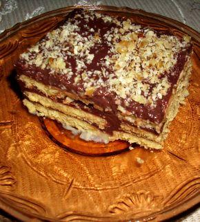 Снимка 1 от рецепта за Бисквитена торта с домашни бисквити