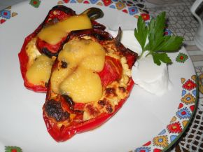 Снимка 1 от рецепта за Чушки със сирене и колбас на фурна