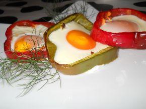 Снимка 1 от рецепта за Яйца на очи в гнездо от чушки