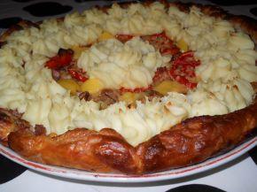 Снимка 1 от рецепта за Тарта от бутер тесто с кайма и картофено пюре