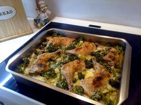 Снимка 1 от рецепта за Пилешки бутчета с броколи и сметана