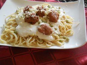 Снимка 1 от рецепта за Спагети с кюфтенца, грах и бял сос