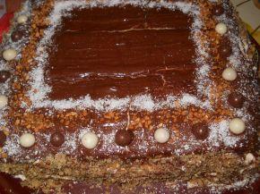 Снимка 1 от рецепта за Шоколадова торта с готови блатове и киви