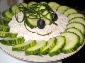 Снимка 1 от рецепта за Салата от пресни краставици и извара с орехи