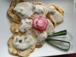 Снимка 1 от рецепта за Мини палачинки с гъби със сметанов сос