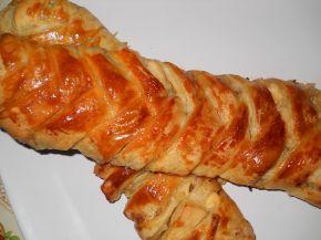 Снимка 1 от рецепта за Плетенички от бутер тесто с плънка