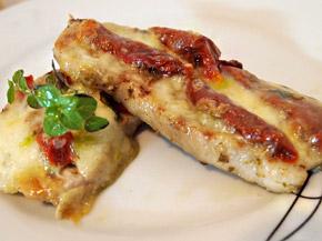 Снимка 1 от рецепта за Свински филенца с моцарела и сушени домати
