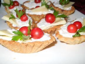 Снимка 1 от рецепта за Тарталетки с крема сирене и сметана