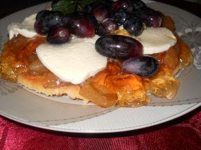 Снимка 1 от рецепта за Маслена бисквита с желе от круши, моцарела и грозде