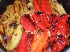Снимка 1 от рецепта за Пиперки с яйца и сирене