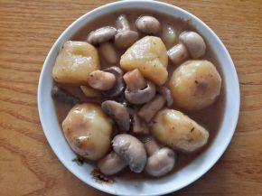 Снимка 1 от рецепта за Бързо сготвени картофи и гъби