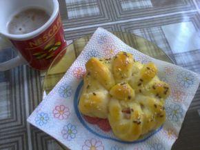 Снимка 1 от рецепта за Охлювчета с лионски салам
