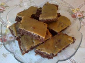 Снимка 1 от рецепта за Сладкиш със заливка от карамелени бонбони