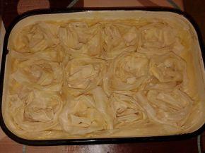 Снимка 1 от рецепта за Рози от готови кори