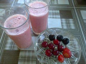 Снимка 1 от рецепта за Смути с вишни, череши и ягоди