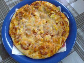 Снимка 1 от рецепта за Пица с кашкавал, царевица, домати и чоризо