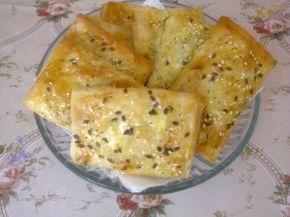 Снимка 1 от рецепта за Малки банички със сусам и сирене